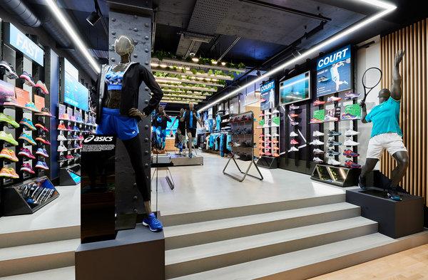 アシックス ロンドンのリージェントストリートに 最大の旗艦店をオープン asics