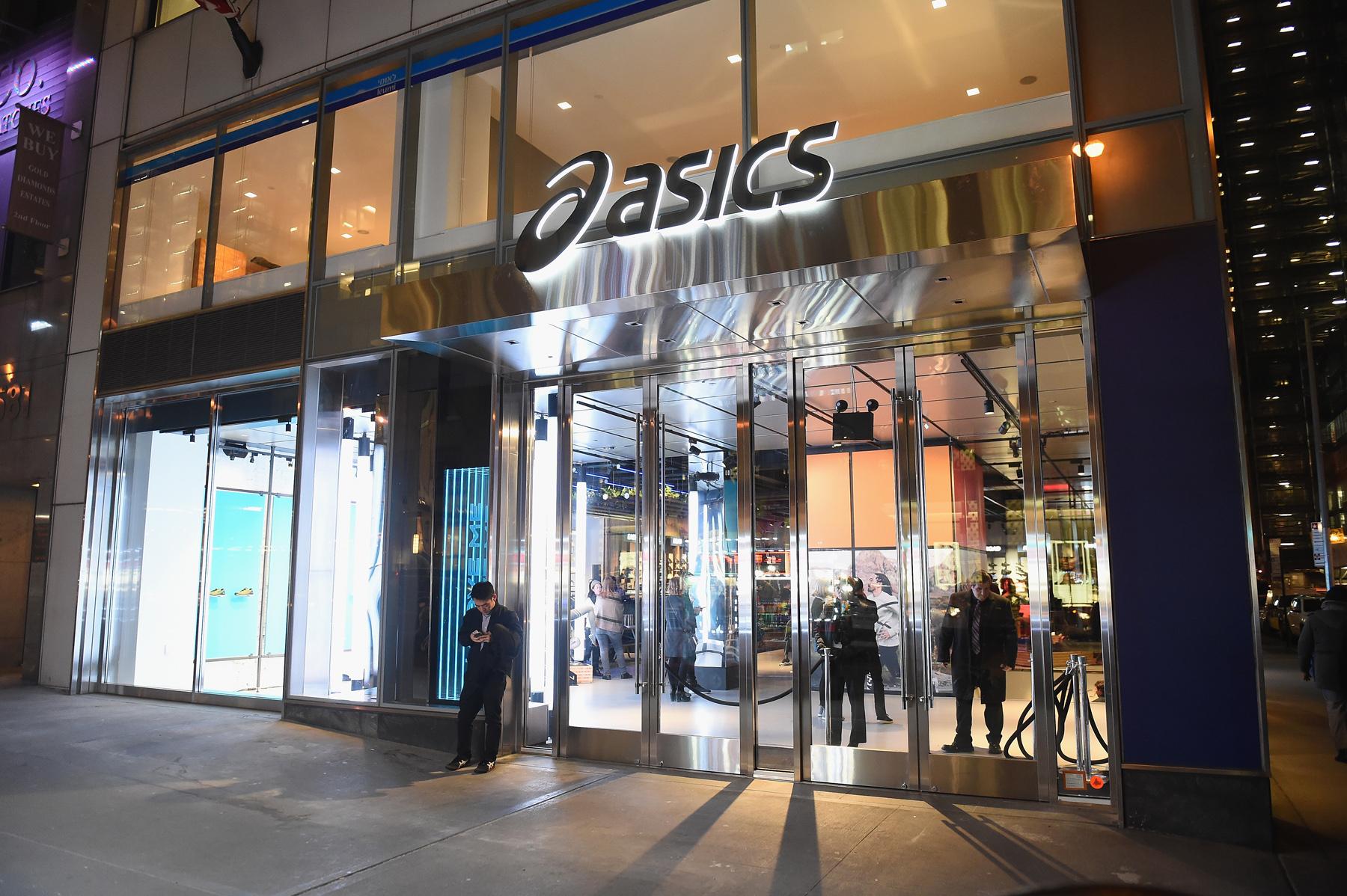 アシックス ニューヨークの5番街に米国初の旗艦店をオープン asics
